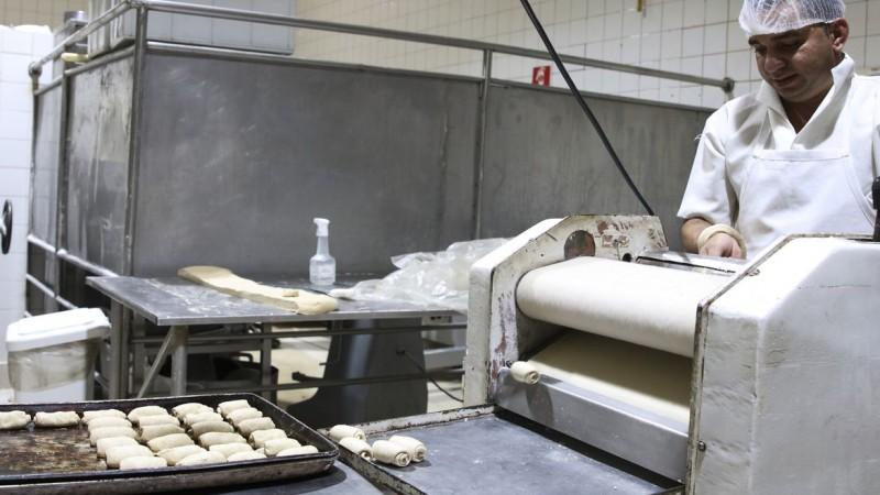 No Brasil, consumo médio de pão é de mais de 700 toneladas por mês. Em 2020, setor teve faturamento de mais de R$ 3 bi.