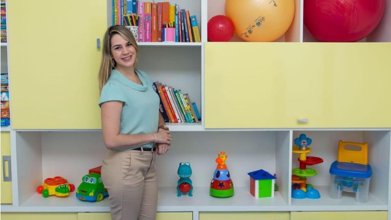 Dryelle Azevedo alerta para aumento das queixas dos pais neste período de pandemia. Há criança comsuspeita de autismodevido ao atraso na fala.