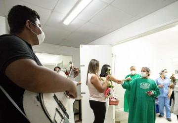 Hospital Mendo Sampaio homenageia mães hospitalizadas e profissionais de saúde