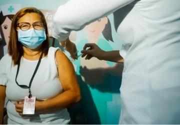 Enfermeira é a primeira vacinada contra a Covid-19 em Paulista