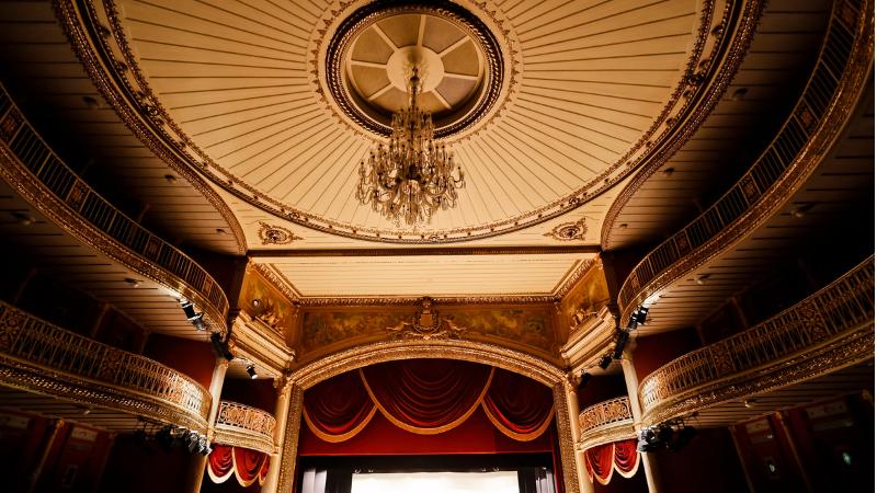 Às 14h, 15h e 16h, grupos de até 10 pessoas poderão conhecer as histórias do teatro gerido pela Prefeitura de Recife que reabre as portas para o público matar a saudade e ouvir as histórias que aquelas centenárias paredes têm para contar