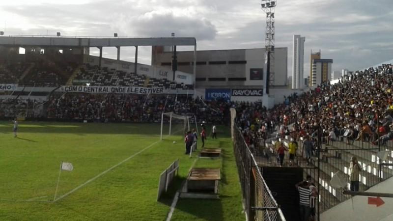 Como comemoração pelo centenário, o clube abriu as portas do estádio Lacerdão e não cobrou pelo ingresso, reunindo, de acordo com a Polícia Militar, um público de 5.325 torcedores