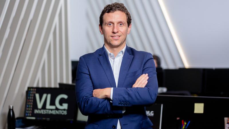 O sócio e economista da VLG Investimentos e professor da FIA, Leonardo Milane, dá dicas de como investir em dólar