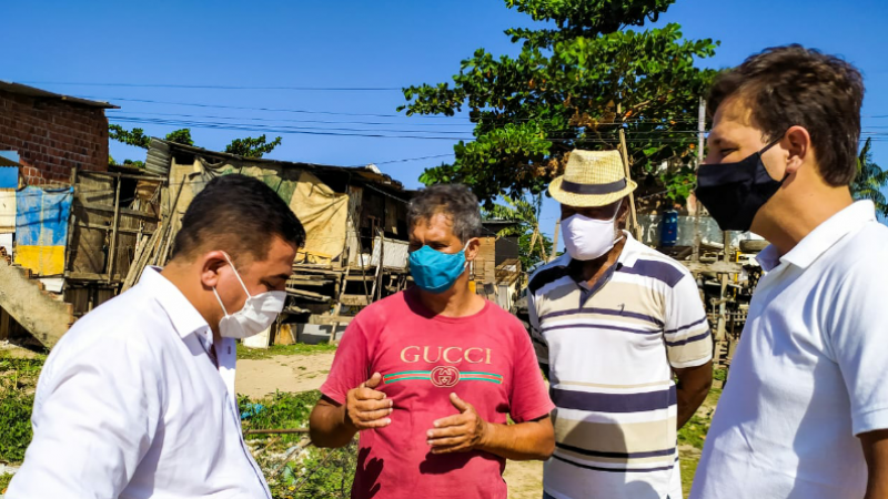 O advogado esteva na comunidade do Bote e foi conhecer a realidade das pessoas que ainda moram em palafitas.
