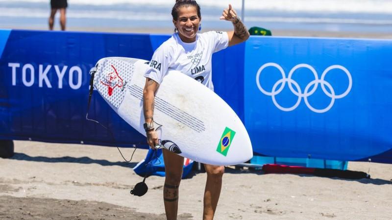 Brasileiros voltam a competir nesta segunda (26), a partir das 19h