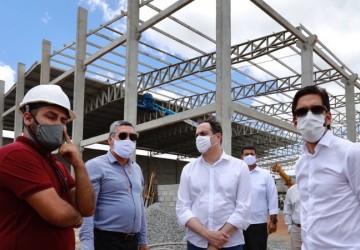 No Interior, Paulo Câmara anuncia investimentos, visita obras de novas indústrias e entrega acesso viário
