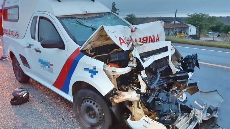 Condutor da moto havia entrado na contramão da rodovia, segundo a PRF