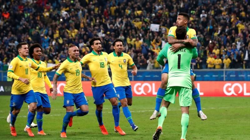 Gabriel Jesus e Firmino marcam os gols da partida