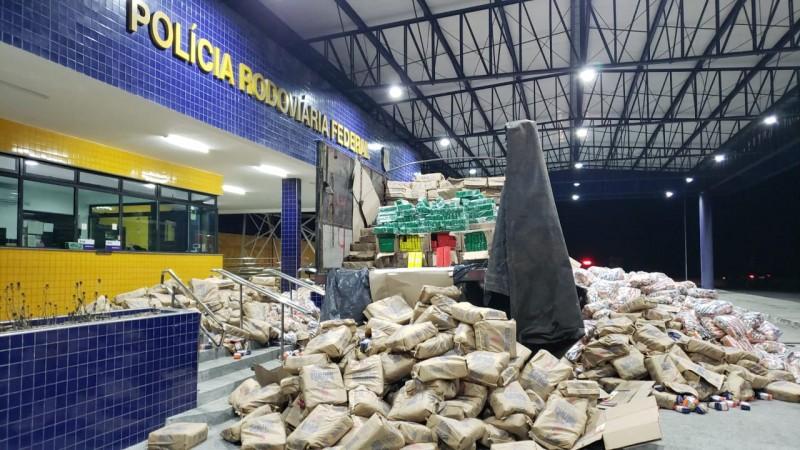 Uma carga de fubá de milho estava escondendo a droga, que seria levada para São José da Coroa Grande/PE
