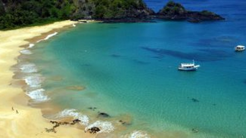 Atualmente, o turista paga duas taxas para entrar na ilha. O governo de Pernambuco cobra R$ 73 por dia de permanência