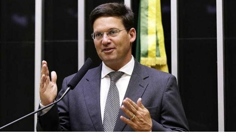 O pernambucano é deputado federal pelo Republicanos da Bahia e é muito ligado ao presidente nacional do DEM, ACM Neto