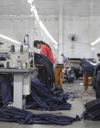 Documentário mostra cidade em que todos trabalham fazendo jeans