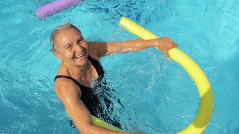 Musculação, ginástica, futsal e natação são algumas das opções disponíveis. Há turmas para crianças, adolescentes, adultos e idosos