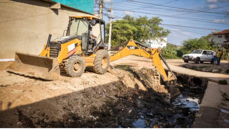 A ação da prefeitira envolve as Secretarias de Infraestrutura, Mobilidade e Controle Urbano e a de Meio Ambiente e Desenvolvimento Rural, tem como objetivo limpar os locais mais críticos da cidade.