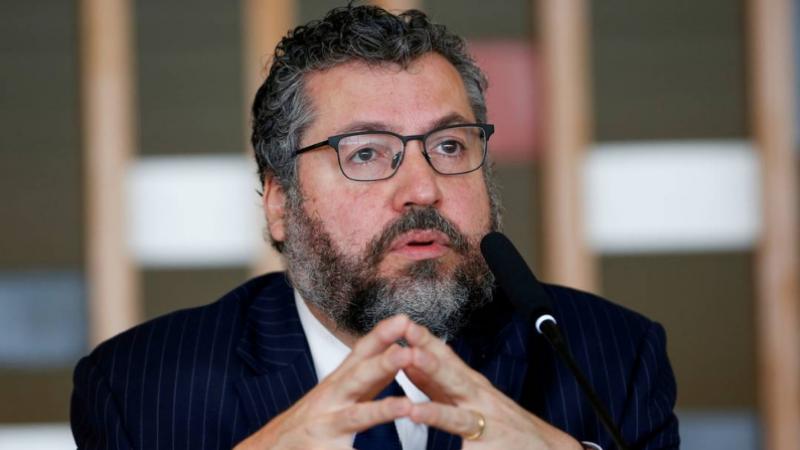 Após causar muita polêmica e indignação com os equívocos na condução da política externa, o ministro comunicou aos seus auxiliares pedido de exoneração do cargo.