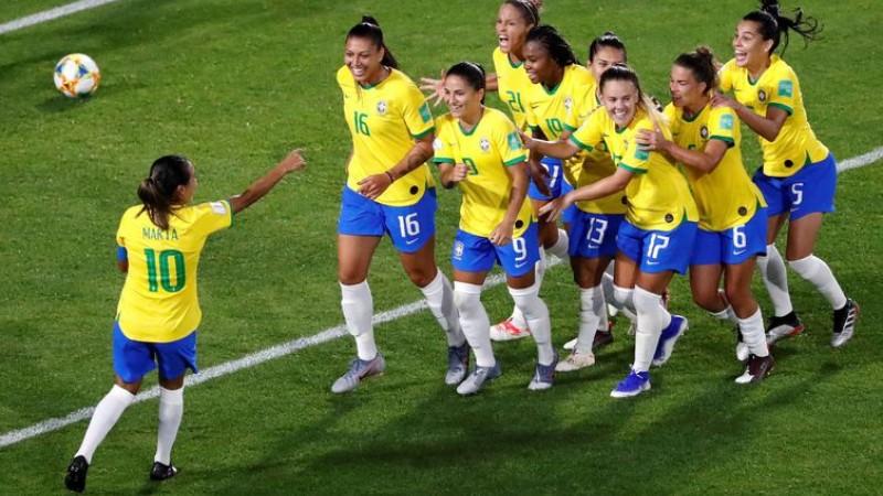 De pênalti, Marta faz o Brasil vibrar e se classificar para as oitavas de final