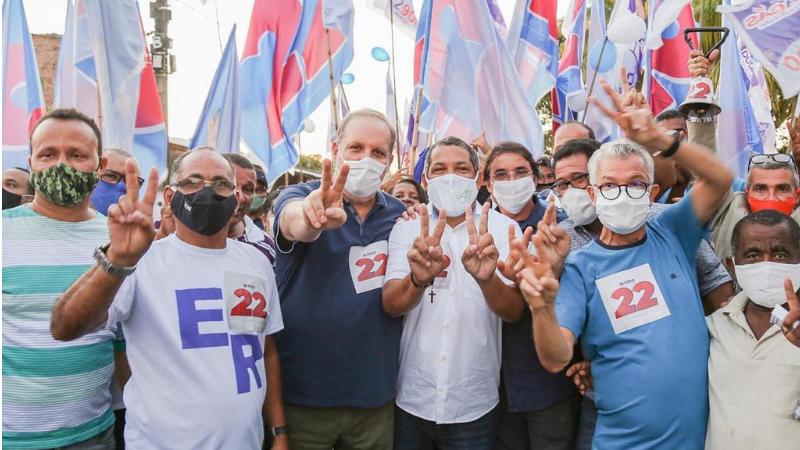O ato aconteceu ontem pelas ruas de Ponte dos Carvalhos e contou com a presença de ex-candidatos a prefeito e militância