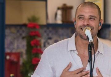 Diogo Nogueira e Tiee são atrações do Sambinha Sunset em Maria Farinha