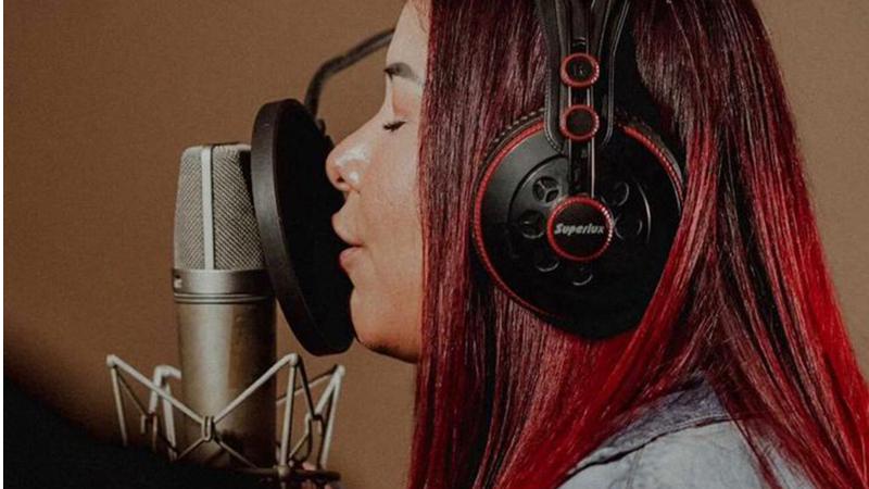 A cantora já realizou parcerias de destaque como Zé Cantor, Naiara Azevedo e outros , além de contabilizar mais de 175 milhões de views no Youtube
