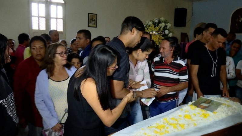Pai e três filhos morreram após barreira deslizar em Caetés I, em Abreu e Lima