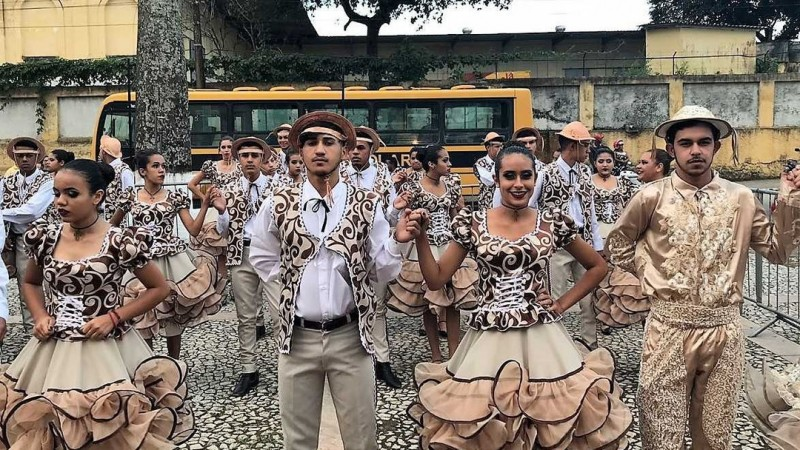 Às 17h, ocorrem apresentações de quadrilhas juninas do Agreste e outras manifestações como O Boi Diamante de Arcoverde