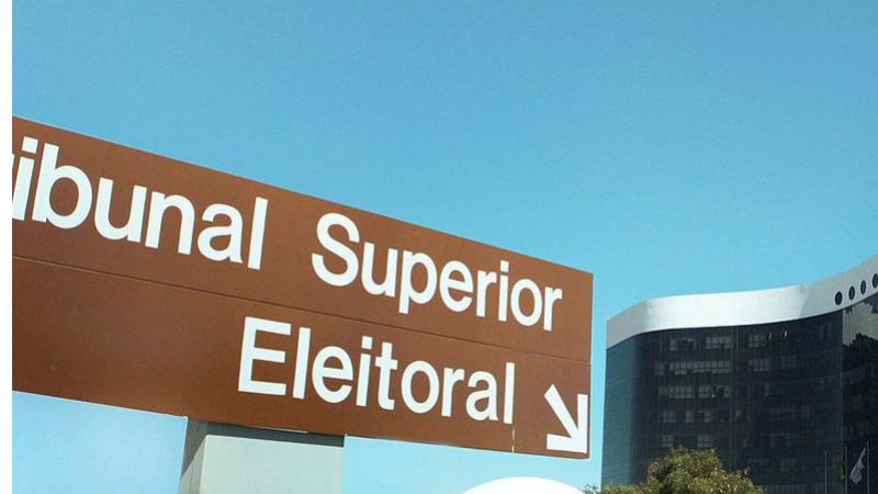 O adiamento da eleição para novembro permitiu que políticos que estejam inelegíveis em até outubro de 2020 possam entrar na disputa