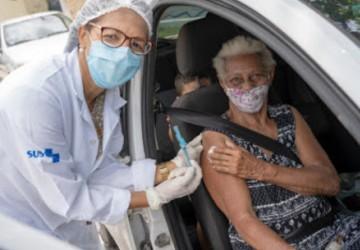 Olinda vacinou ontem (06) 894 idosos, no plantão que segue neste domingo (07)