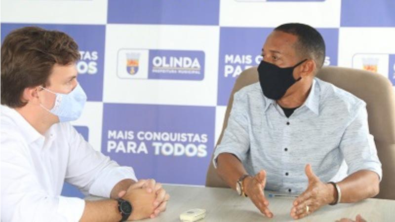 O prefeito de Petrolina esteve na sede da prefeitura de Olinda, onde se reuniu com o prefeito Professor Lupércio.
