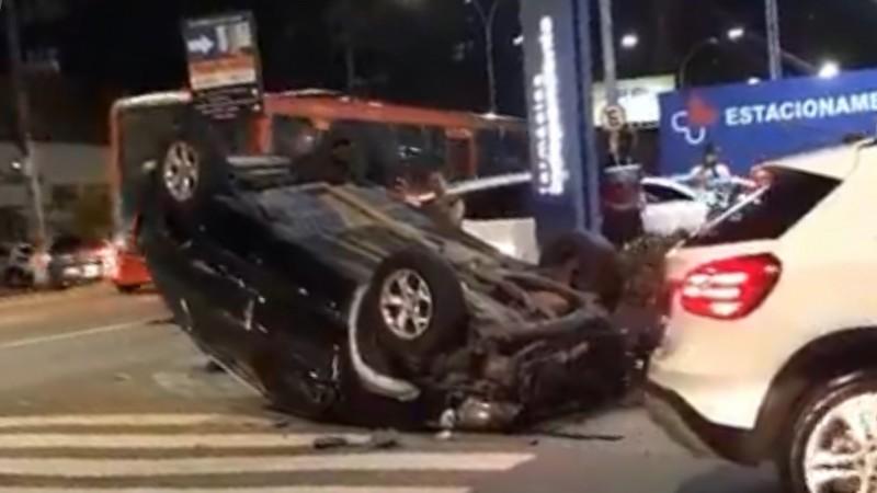 O acidente teria sido motivado pelo avanço do sinal vermelho