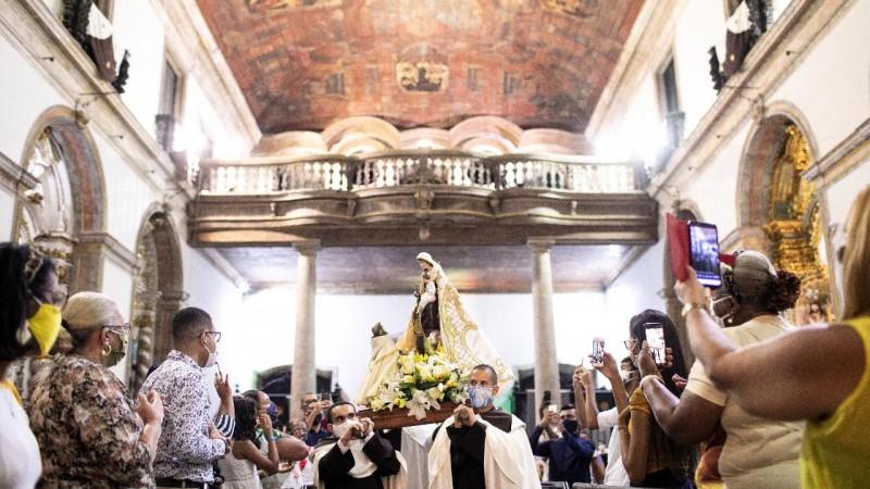 Vésperas Solene, Apresentação do Manto, coroação de Nossa Senhora e do menino Jesus, Missa de Encerramento