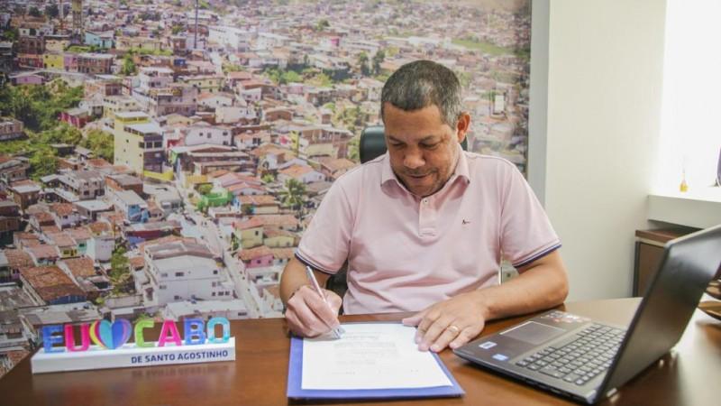 A decisão do prefeito Keko do Armazém vai injetar na economia local cerca de R$ 40,5 milhões.