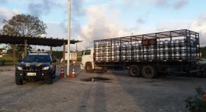 Caminhão carregado com botijões de gás é recuperado em Gravatá
