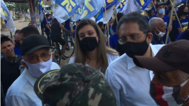 Acompanhando o candidato estavam vários apoiadores além da candidata a vice-prefeita Patrícia Henry e o ex-prefeito Zé Arnaldo, candidato a vereador