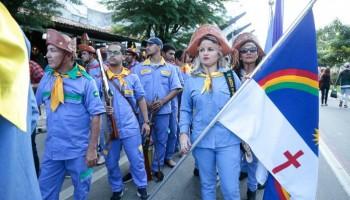 Desfile reúne mais de 1.200 bacamarteiros no Dia de São João em Caruaru