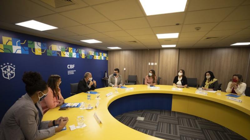 Representantes do Ministério da Mulher, da Família e dos Direitos Humanos (MMFDH) foram recebidas pelo secretário-geral da Confederação Brasileira de Futebol, Walter Feldman, no Rio de Janeiro