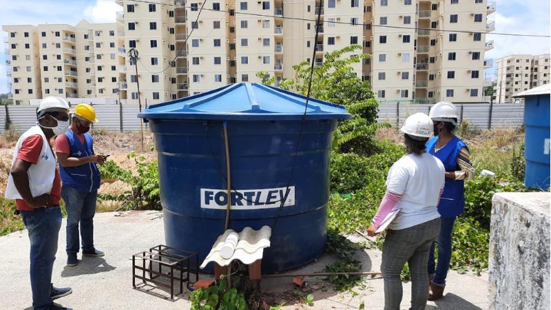 A Secretaria de Saúde do município, por meio da Vigilância em Saúde eda Vigilância Ambiental, segue reforçando a importância de manter os ambientes limpos e secos, evitando focos de proliferação