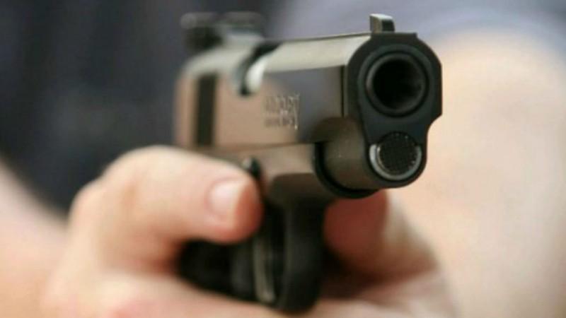 Suspeitos teriam roubado um carro em Paranatama e foram localizados pela polícia