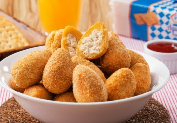 Receita de coxinha empanada com farofa de cracker para você degustar no fim de semana