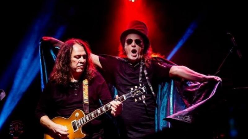 O guitarrista foi ainda um dos fundadores da banda Ave Sangria