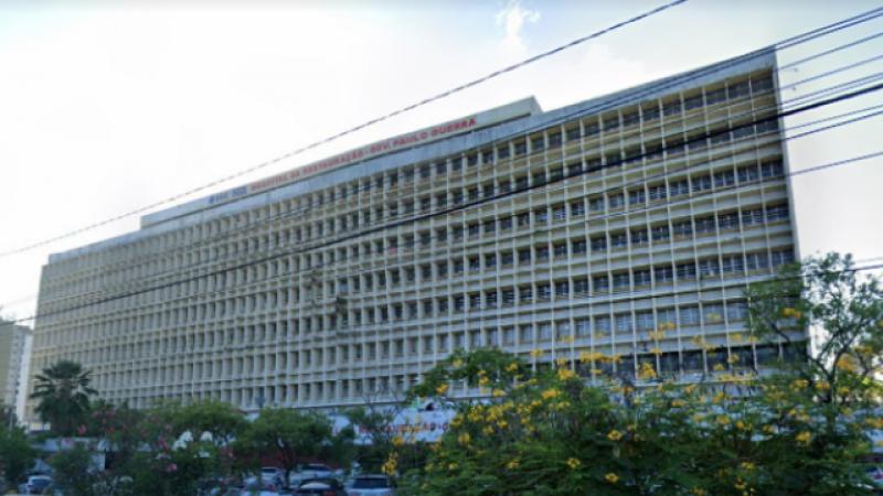 A vítima foi levada às pressas para o Hospital da Restauração (HR)