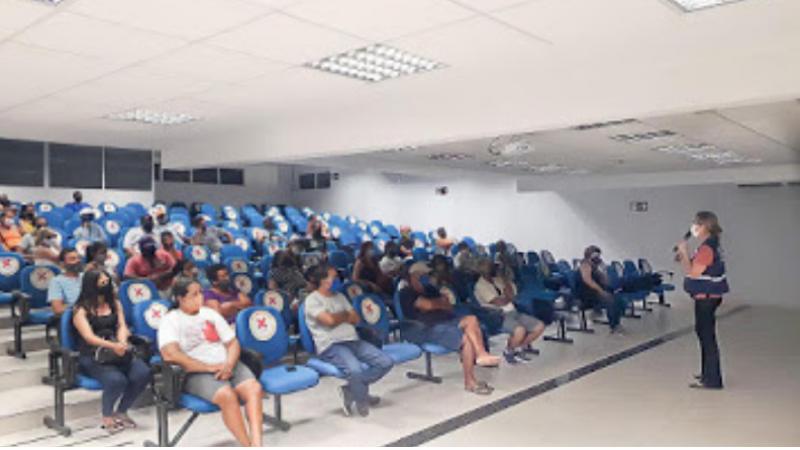cerca de 170 comerciantes informais da orla dos bairros de Piedade, Candeias e Barra de Jangada participaram, nesta terça-feira (12), de mais uma capacitação gratuita promovida pela gestão.  A ação realizada no auditório da Faculdade Guararapes