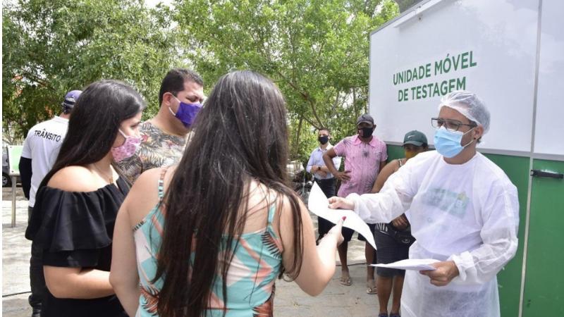 Na manhã desta quarta-feira (31), a ação preventiva realizou 107 exames de testagem rápida. Na ocasião, comerciantes e compradores receberam orientações