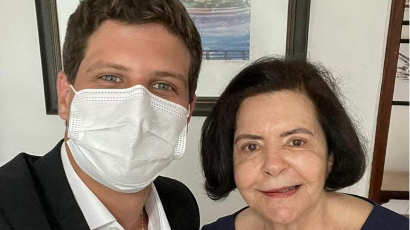 A pernambucana, filha de Miguel Arraes e mãe de Eduardo Campos, recebeu ontem a visita do neto, prefeito eleito do Recife, João Campos