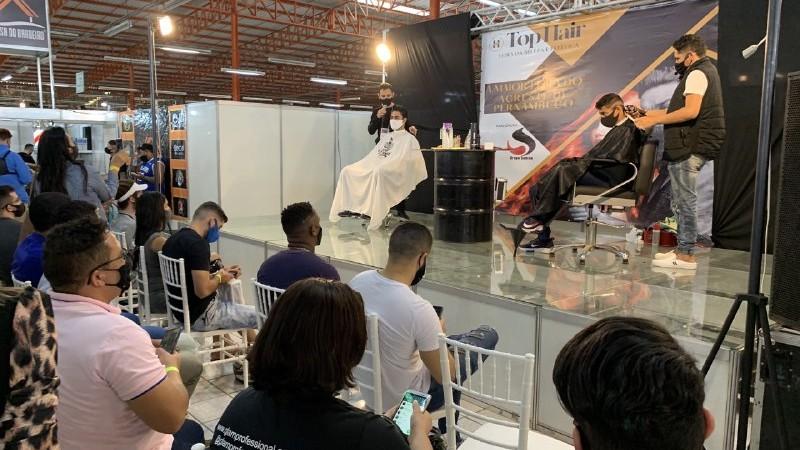 A Top Hair movimentou o Polo de Caruaru desde o começo da semana, trazendo novidades do segmento da beleza e estética e promovendo troca de experiências entre 72 expositores de todo Brasil e a comercialização de mais de 400 marcas