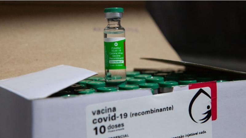 As 84 mil doses da vacina, fabricada pelo Instituto Serum, chegaram ao Estado na madrugada do domingo