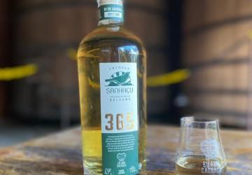 Cachaça pernambucana lança 'Sanhaçu 365' com garrafa para cada dia do ano
