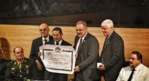 Mourão recebe título de cidadão recifense