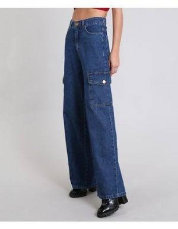 Calça jeans pantalona cargo está na moda