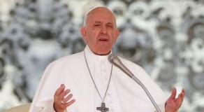 Papa pede corredores humanitários para proteger imigrantes