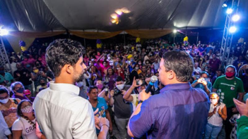 O prefeito Júnior Matuto e o deputado estadual Francismar participaram do ato de campanha